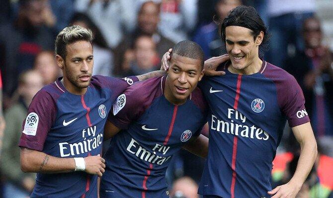 Neymar, Mbappé y Cavani celebran un gol