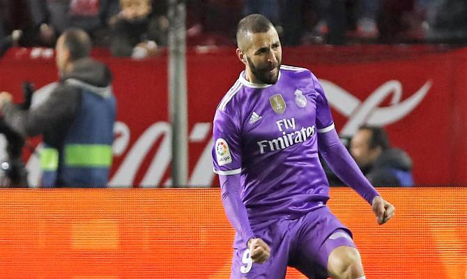 Benzema celebra un gol
