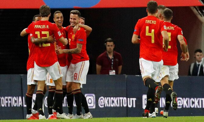 España celebra un gol en Wembey