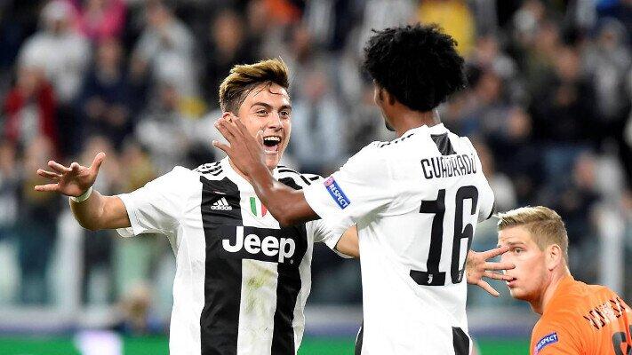 Dybala y Cuadrado celebran un gol