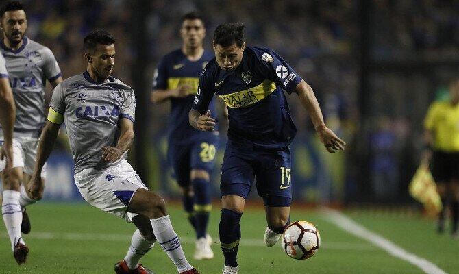 Zárate gana el balón ante Cruzeiro