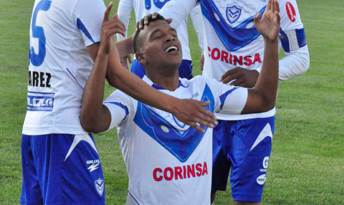 Jair Reinoso celebra un gol con San José