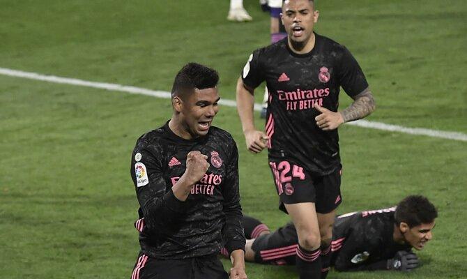 Casemiro se muestra celebrando un gol, algo que ayudaría a su equipo en el ATalanta vs Real Madrid de los 1/8 de final de la Champions League