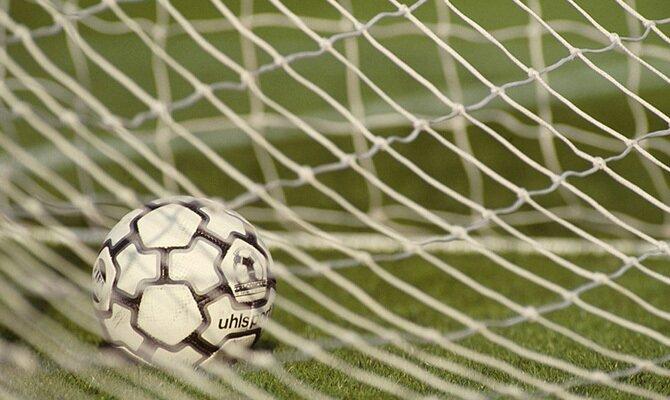 Ver el balón en el fondo de la red tendrá mucha importancia en las apuestas del Deportivo Cali vs Ind Santa Fe
