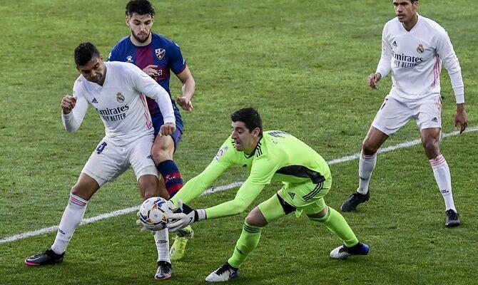 El portero belga Thibaut Courtois defenderá la portería de los Blancos en el Real Madrid vs Getafe