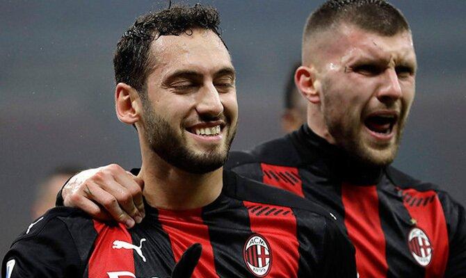 Jugadores del Milan celebrando un gol en la imagen. Cuotas para el Atalanta vs Milan de la Serie A.