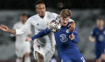 Militao y Werner luchan por el balón. Revisa las mejores cuotas del Chelsea vs Real Madrid.