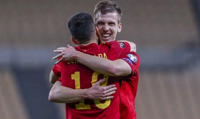 Dani Olmo y Jordi Alba celebran un gol en la imagen. Cuotas para el amistoso España vs Portugal