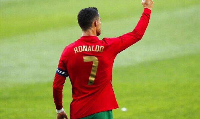 Cristiano Ronaldo celebra un gol en la imagen. Cuotas y picks Portugal vs Alemania, Euro 2020.